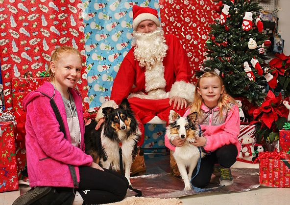 Photo album:  Photos with Santa 2016
